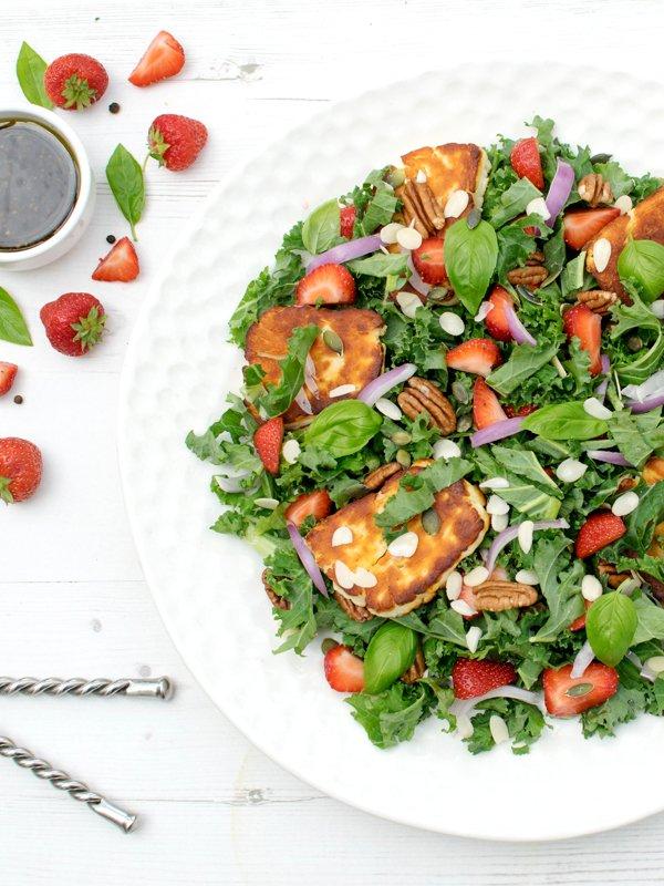 Strawberry & Kale Halloumi Salad [vegetarian] [gluten free] by The Flexitarian