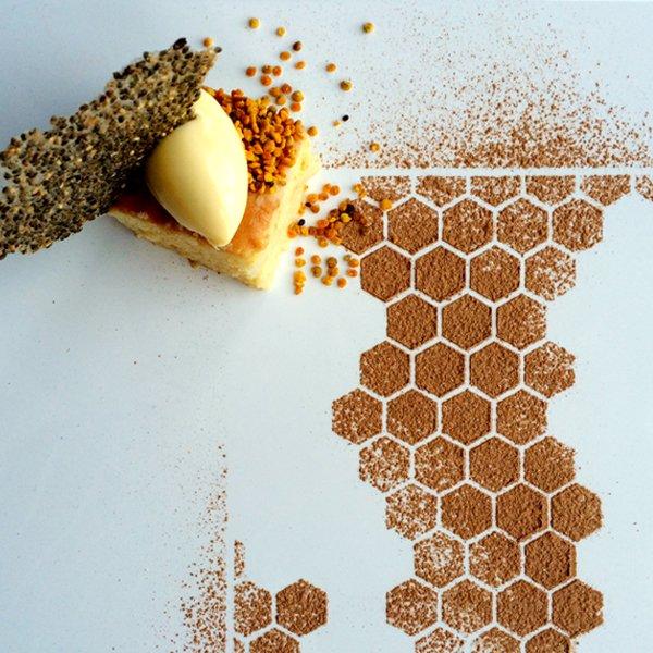 Vanilla and the bee