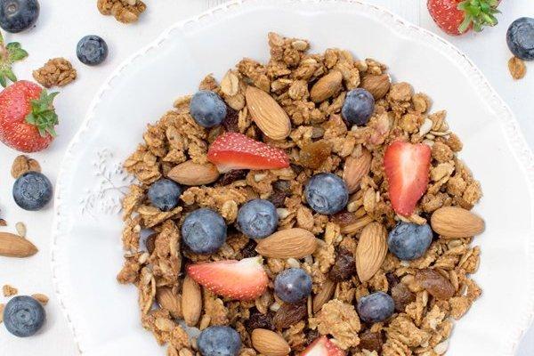 Almond & Vanilla Spelt Granola [vegan] [low sugar]
