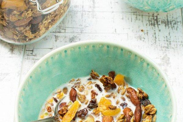 Apricot & Almond Granola [vegetarian] by The Flexitarian