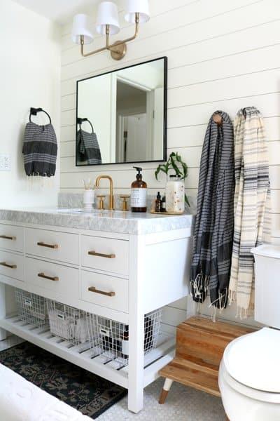 21 Modern Farmhouse Style Bathrooms for a Rustic Shabby ... on Rustic Farmhouse Farmhouse Bathroom  id=62554