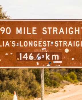 Caiguna – start of a long straight