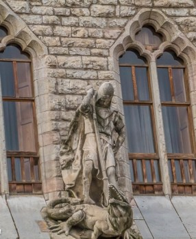 Leon – Hogworts, a museum, and the weight of history