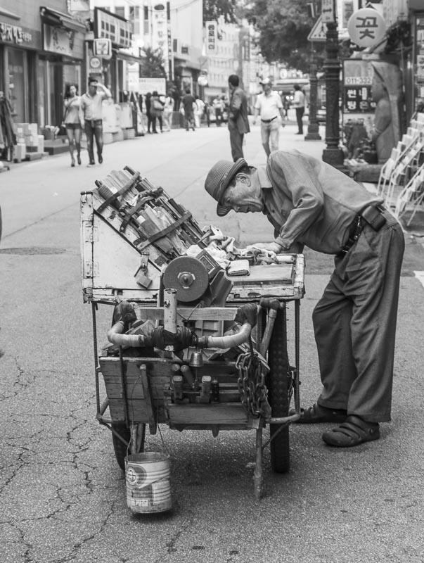 Korean knife sharpener, Seoul