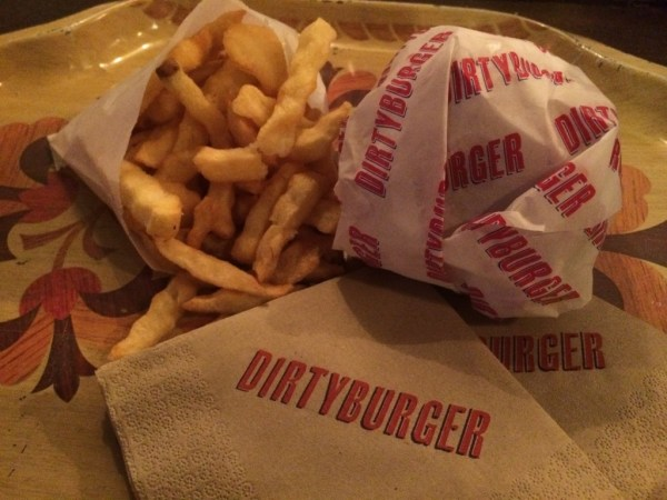 Dirty Burger - Cheeseburger and crinkle cut chips