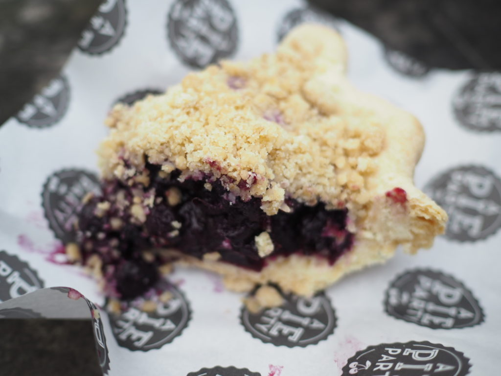 Blackberry-crumble-pie