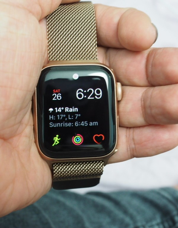 apple watch series 5 front