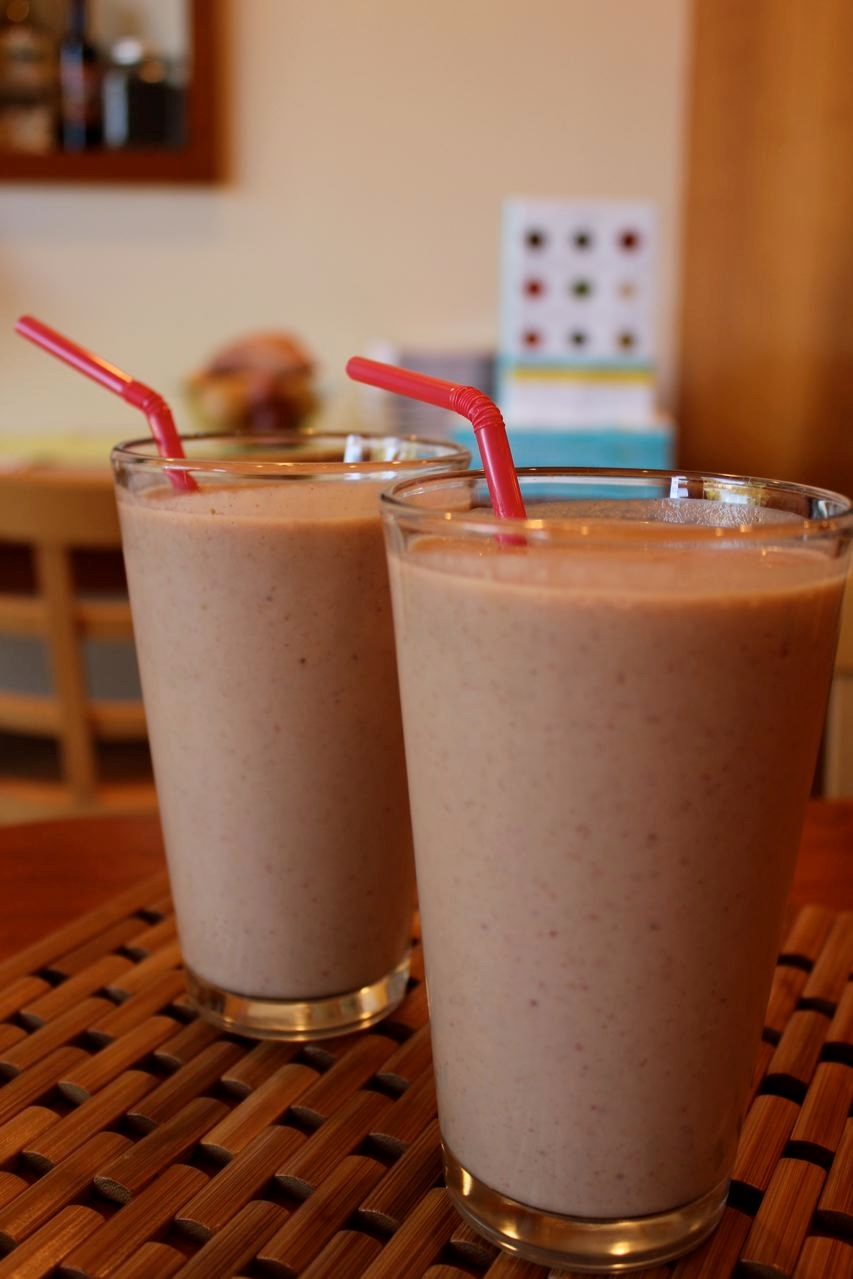 energizing protein smoothie -newsletter