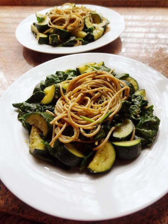 Pesto Spaghetti with Spinach and Zucchini recipe
