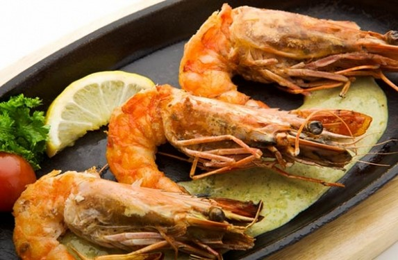 Grilled Prawn Salad with Avocado Puree