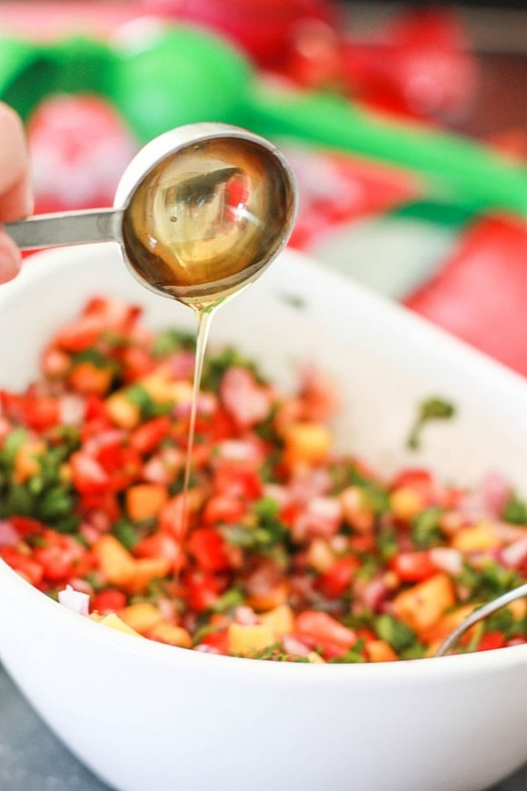 9 Super Bowl Foods That Won't Derail Your Diet - 1. Salsa