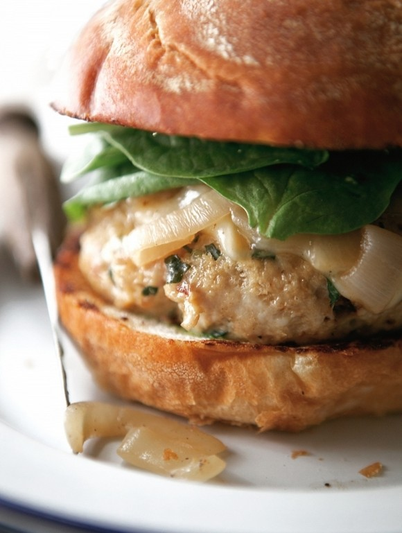 9 Super Bowl Foods That Won't Derail Your Diet - 3. Turkey Burgers