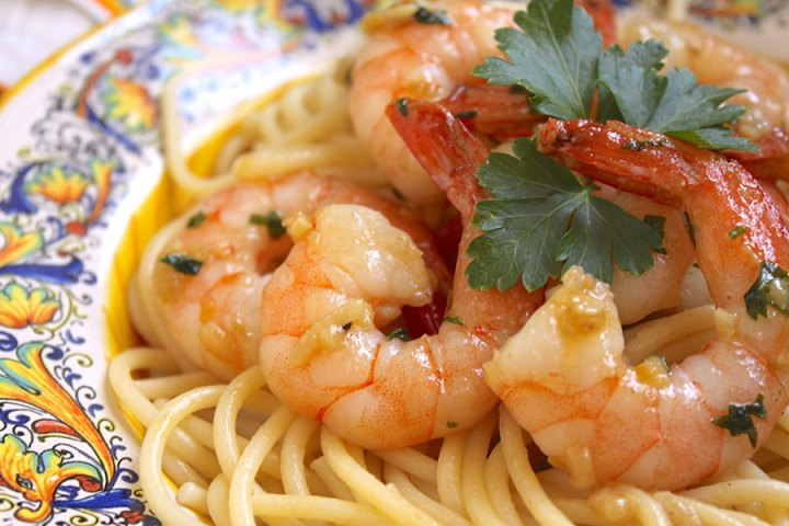 Simple Garlic & Butter Shrimp with Spaghetti (Shrimp Scampi) recipe