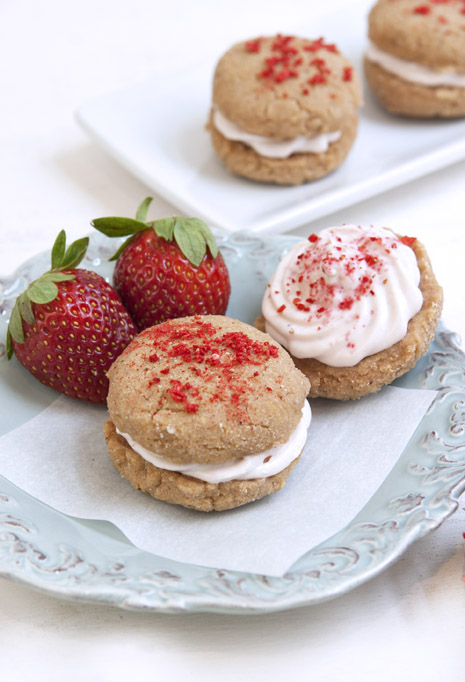 https://marlameridith.com/strawberries-and-cream-whoopie-pies-recipe-gluten-free/