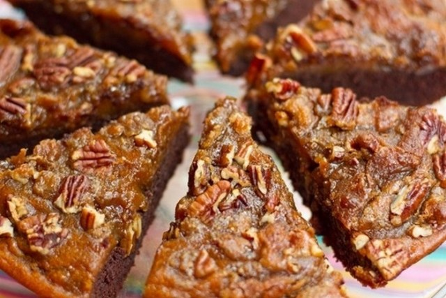 brownie-pumpkin-pie-with-a-crunchy-pecan-topping-recipe-from-ohsheglows