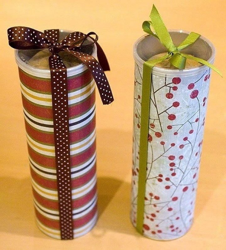 Repurpose Pringles cans for storing and gifting home-baked cookies