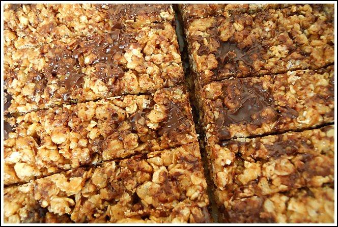 http://andreadekker.com/homemade-granola-bars-the-winning-recipe/
