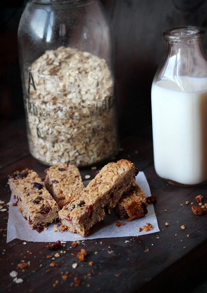 http://carpeseason.com/easy-homemade-granola-bars/