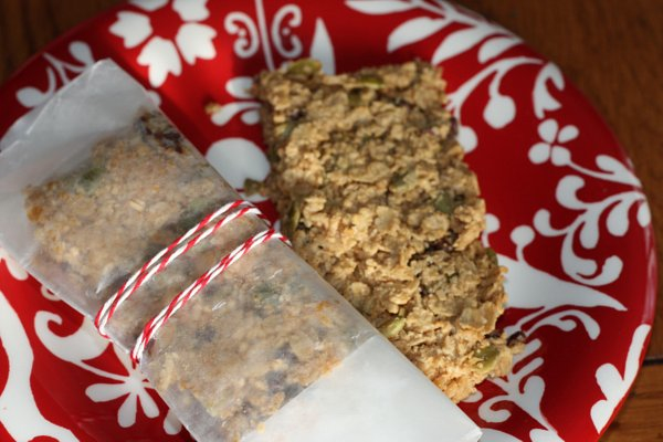 http://blog.katescarlata.com/2012/01/11/homemade-and-fab-peanut-butter-chocolate-chip-granola-bars/