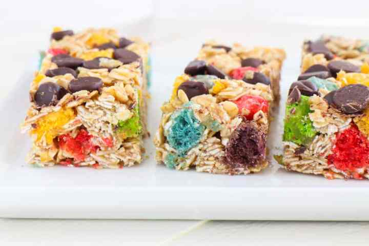 http://brooklynfarmgirl.com/2016/04/04/rainbow-crunch-chocolate-chip-granola-bars/