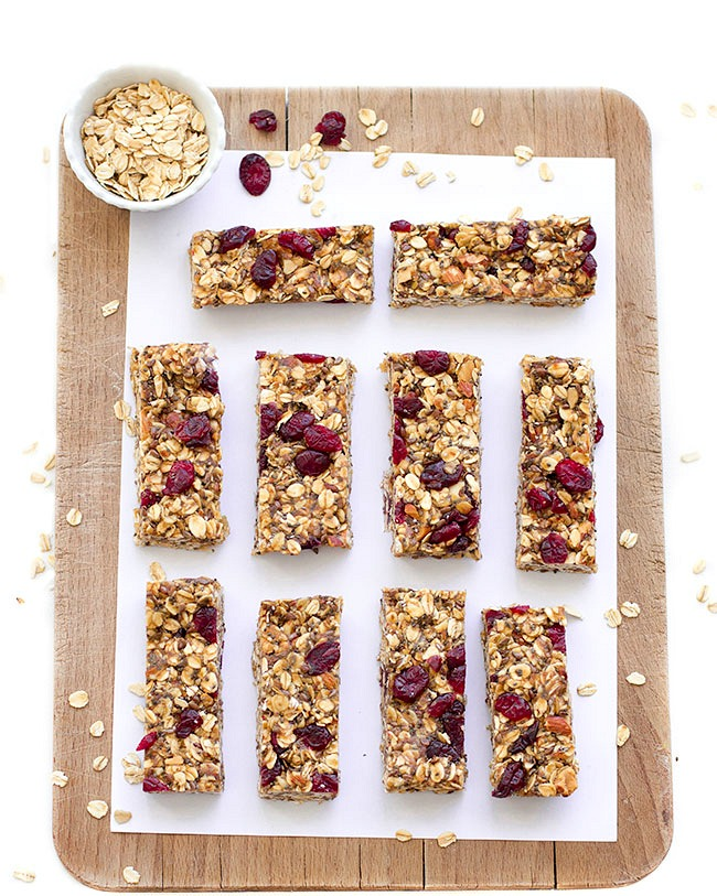 http://aseasyasapplepie.com/healthy-no-bake-granola-bars/