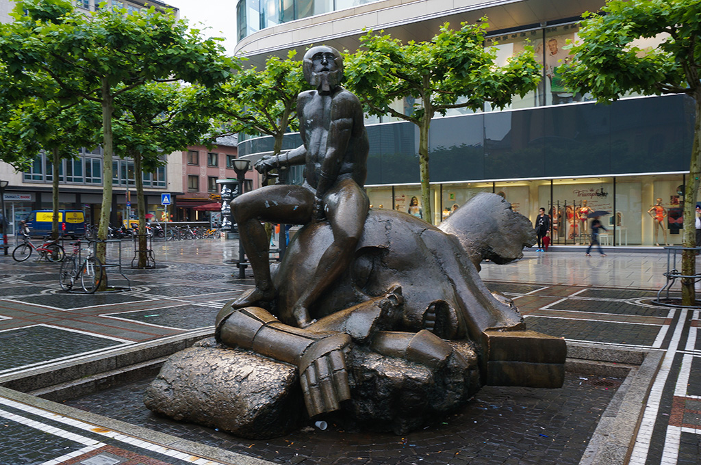 Frankfurt Statue.The Food Girl in Town
