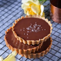Recipe: Dark Chocolate & Sea Salt Caramel Tart