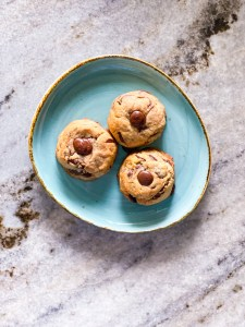 healthy almond-flour chocolate-chip cookies