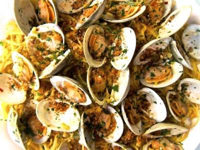 Dining with the Doc: Linguine with Clams and Lemony Breadcrumbs