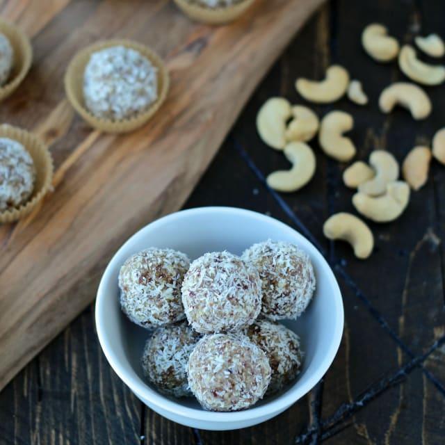 #coconut #cashew #blissballs #thefoodiephysician #HelloNutchello