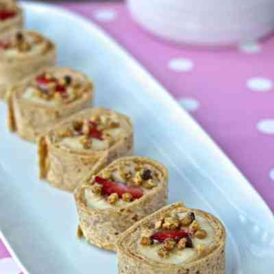 Cooking with Sienna: Strawberry Banana Sushi Rolls