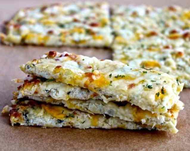 Cauliflower Cheesy Bread | @foodiephysician