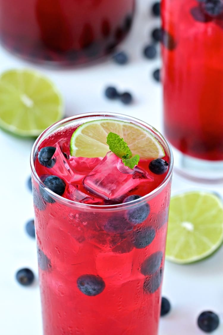 Blueberry Mint Limeade | @foodiephysician