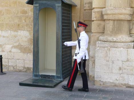 Malta 6 la-valletta-guardie