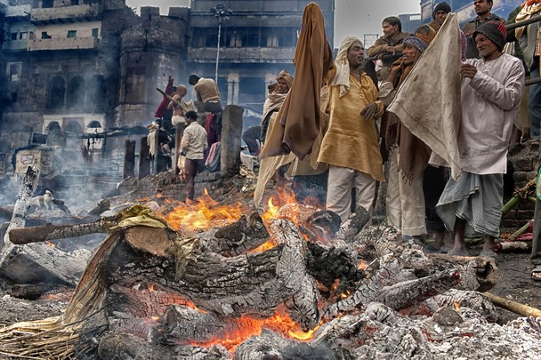 Process of cremation at Manikarnika ghat
