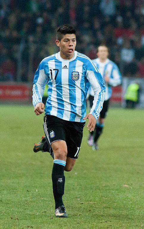 484px-Marcos_Rojo_–_Portugal_vs._Argentina,_9th_February_2011_(1)