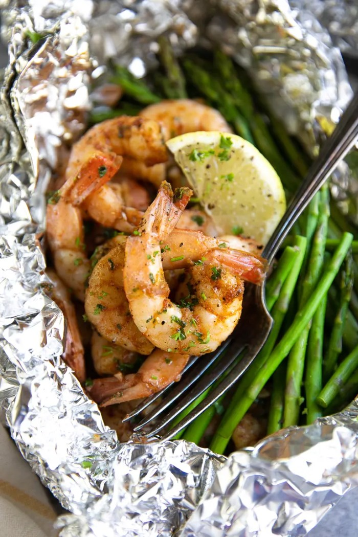 shrimp and asparagus cooked in foil with cajun seasoning
