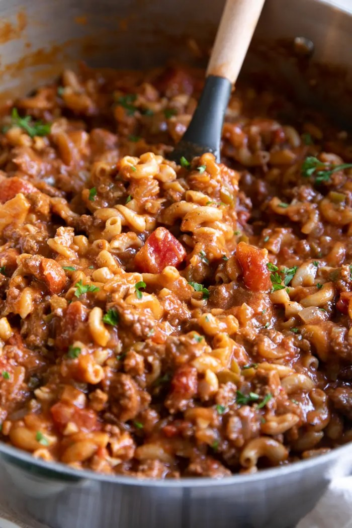 Big pot filled with cooked Goulash Recipe made with macaroni noodles, tomato sauce, and ground beef.