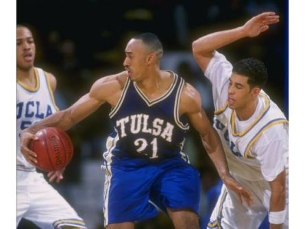 By the time he got to the Lakers in 1997, many basketball fans in Los Angeles already knew Shea Seals' name: three years earlier, he scored 20 points in a 112-102 victory over UCLA in the NCAA Tournament