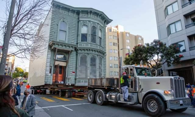 weird news moving house