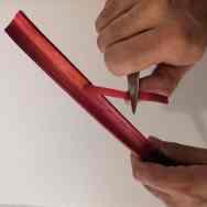 Ôter la peau de la rhubarbe