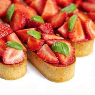 Tartelettes fraise basilic vues de côté