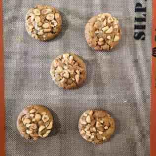 Finition des cookies noisette