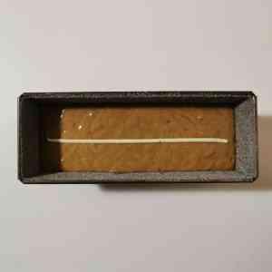 pain d'épices et trait de beurre près à la cuisson
