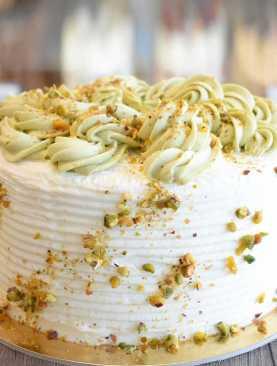 Pistachio-Mousse-Cake