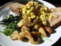 Scrambled eggs and salmon_1