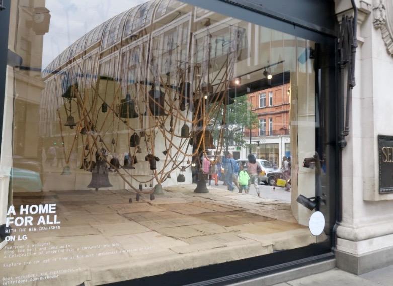 Selfridges Londra vetrina dettaglio