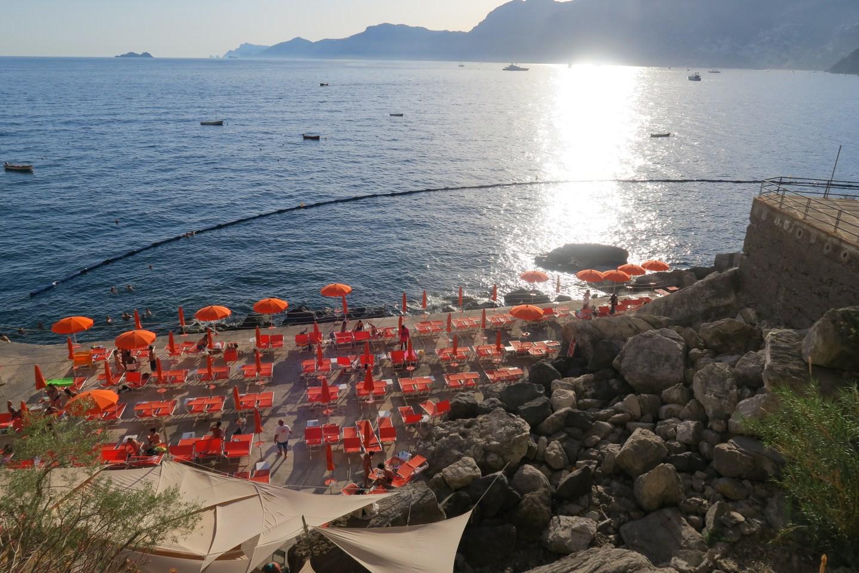 The-Frilly-Diaries-spiaggia-Gavitella-Positano