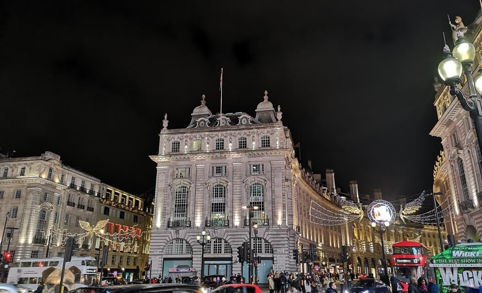 The-Frilly-Diaries- Piccadilly-Circus-Londra-night