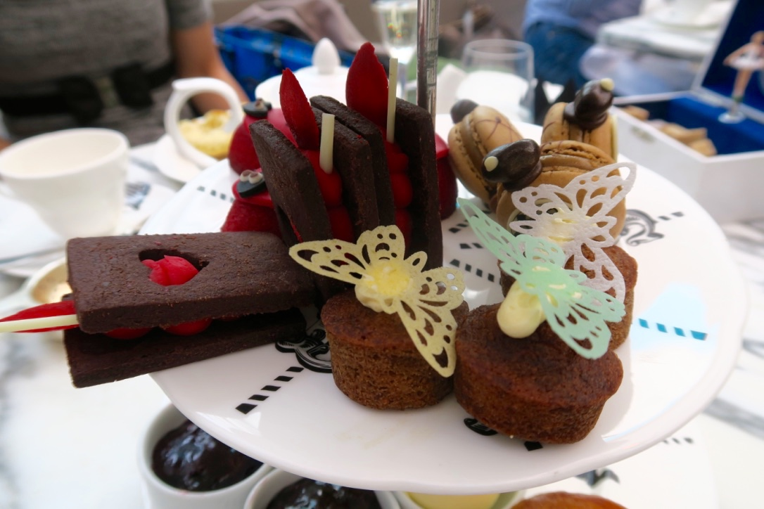 best afternoon tea in London stand details